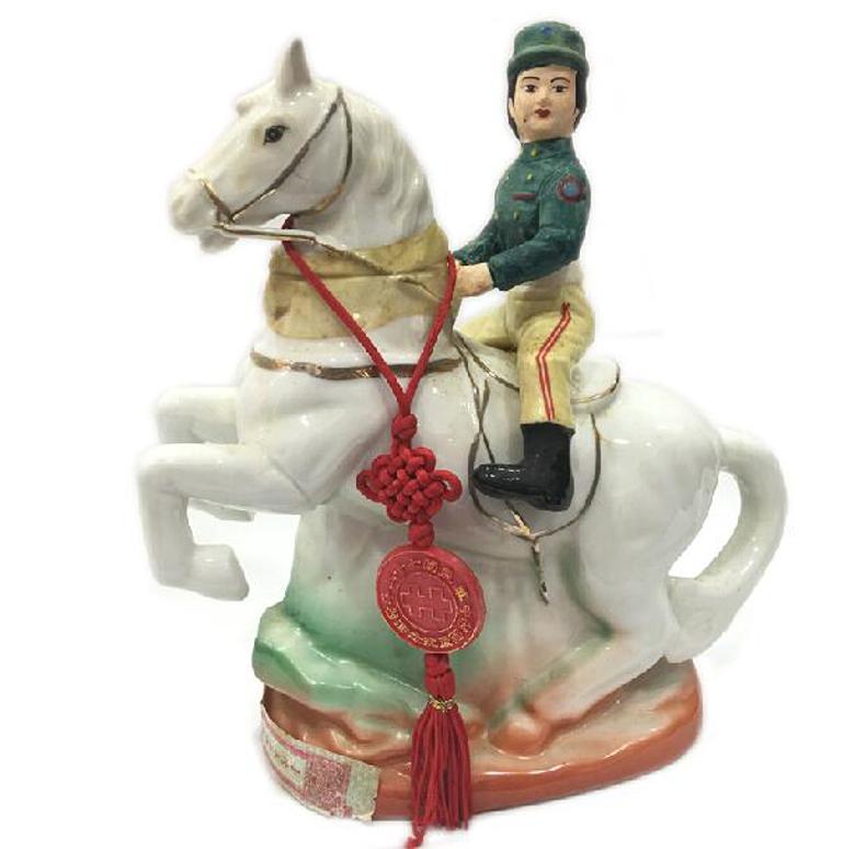 1986年 纪念酒系列 士兵骑马造型瓶 台湾陈年老酒 金门高梁(有盒)
